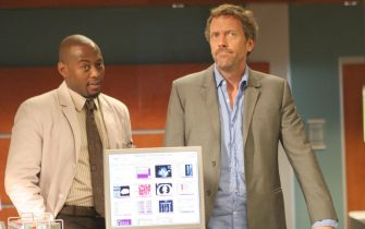"""HOUSE:  House (Hugh Laurie, R) and Foreman (Omar Epps, L) race against time to find a donor heart for a dying patient in the HOUSE episode """"Sex Kills"""" airing Tuesday, March 7 (9:00-10:00 PM ET/PT) on FOX.  ©2006 Fox Broadcasting Co.  Cr:  Carin Baer/FOX"""
