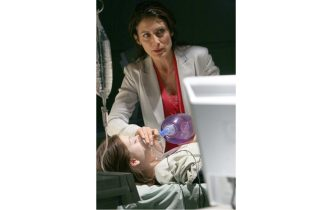 """HOUSE: Cuddy (Lisa Edelstein, R) helps the team treat a teenage girl (guest-star Michelle Trachtenberg, L) who recently had a heart transplant in the HOUSE episode """"Safe"""" airing Tuesday, April 4 (9:00-10:00 PM ET/PT) on FOX.  ©2006 Fox Broadcasting Co.  Cr:  Michael Becker/FOX"""