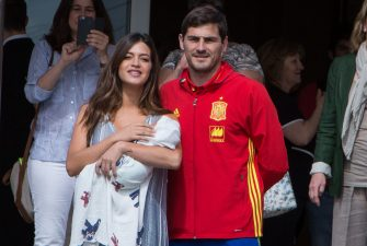 MADRID, SPAIN - JUNE 06:  Porto goalkeeper Iker Casillas (R) and Sara Carbonero (L) present their newborn child Lucas at Ruber International Hospital on June 6, 2016 in Madrid, Spain.  (Photo by Paolo Blocco/Getty Images)