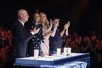 "AMERICA'S GOT TALENT: THE CHAMPIONS -- ""The Champions One"" Episode 202 -- Pictured: (l-r) Howie Mandel, Alesha Dixon, Heidi Klum, Simon Cowell -- (Photo by: Trae Patton/NBC)"