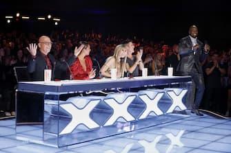 "AMERICA'S GOT TALENT: THE CHAMPIONS -- ""The Champions Finals"" Episode 206 -- Pictured: (l-r) Howie Mandel, Alesha Dixon, Heidi Klum, Simon Cowell, Terry Crews -- (Photo by: Trae Patton/NBC)"