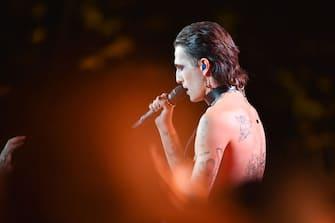 PARIS, FRANCE - SEPTEMBER 25: Damiano David of the Maneskin, performs at the Global Citizen Live, Paris on September 25, 2021 in Paris, France. (Photo by Stephane Cardinale - Corbis/Corbis via Getty Images)