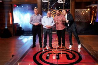 """MASTERCHEF: L-R: Chef/Judge Gordon Ramsay with guest judge Emeril Lagasse and judges Aarón Sánchez and Joe Bastianich in the """"Emeril Lagasse Auditions Rd. 1"""" season premiere episode of MASTERCHEF airing Wednesday, June 2 (8:00-9:00 PM ET/PT) on FOX. © 2019 FOX MEDIA LLC. CR: FOX."""