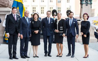 STOCKHOLM, SWEDEN - SEPTEMBER 10: Andreas Norlen, King Carl XVI Gustaf of Sweden, Queen Silvia of Sweden, Prince Daniel of Sweden, Crown Princess Victoria of Sweden, Prince Carl Philip of Sweden, and Princess Sofia of Sweden pose for a picture upon arriving at the Swedish Parliament House for the opening of the new parliamentary session on September 10, 2019 in Stockholm, Sweden. (Photo by Michael Campanella/Getty Images)
