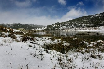 (AUSTRALIA OUT) Mt Kosciuszko National Park as the temperature plummets to minus four degrees in the second day of a cold snap that has spread from Victoria to the Snowy mountains in New South Wales, 16 November 2006. SMH Picture by KATE GERAGHTY (Photo by Fairfax Media via Getty Images/Fairfax Media via Getty Images via Getty Images)