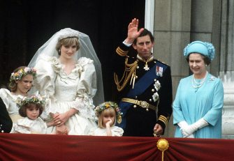 The Prince and Princess of Wales pose on the balcony of Buckingham Palace on their wedding day, with the Queen and some of the bridesmaids, 29th July 1981.  (Photo by Terry Fincher/Princess Diana Archive/Getty Images)