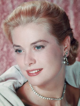 American actress Grace Kelly (1929 - 1982), who retired from films in 1956 to marry Prince Rainier III of Monaco. She was killed in a car crash in 1982.   (Photo by Hulton Archive/Getty Images)
