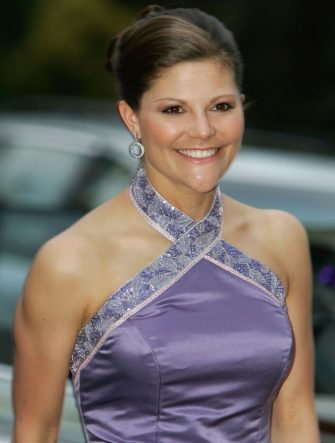 MELBOURNE, AUSTRALIA - MARCH 10: Crown Princess Victoria of Sweden arrives for a gala dinner at the National Gallery of Victoria on March 10, 2005 in Melbourne, Australia.  (Photo by Kristian Dowling/Getty Images)