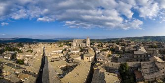 ORVIETO, UMBRIA, ITALY - 2019/04/15: Panoramic aerial view of the medieval town and the Orvieto Cathedral, seen from the Torre del Moro. (Photo by Frank Bienewald/LightRocket via Getty Images)