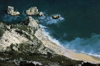 ITALY - MAY 29: Spiaggia delle due sorelle (Two sisters beach), near Ancona, Regional Natural Park of the Conero, Marche. (Photo by DeAgostini/Getty Images)