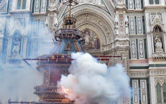 """FLORENCE, ITALY - APRIL 16: A cart, packed full of fireworks and other pyrotechnics, is lit by the archbishop to provide a historic spectacle in the civic life of the city, during the final celebration of the Easter in Florence, Italy on April 16, 2017. The event of the """"Explosion of the Cart"""", originally known as Scoppio del Carro, has its origins in the First Crusade, when Europeans laid siege to the city of Jerusalem in a conflict to claim the land of Israel for Christianity. A successful display from the """"Explosion of the Cart"""" is supposed to guarantee a good harvest, stable civic life, and good business. (Photo by Carlo Bressan/Anadolu Agency/Getty Images)"""