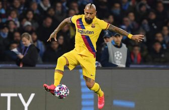 NAPLES, ITALY - FEBRUARY 25: Arturo Vidal of FC Barcelona during the UEFA Champions League round of 16 first leg match between SSC Napoli and FC Barcelona at Stadio San Paolo on February 25, 2020 in Naples, Italy. (Photo by Francesco Pecoraro/Getty Images)