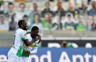 epa08456368 Moenchengladbach players Mamadou Doucoure (R) and Marcus Thuram (L) celebrate after winning the German Bundesliga soccer match between Borussia Moenchengladbach and Union Berlin in Moenchengladbach, Germany, 31 May 2020.  EPA/MARTIN MEISSNER / POOL CONDITIONS - ATTENTION: The DFL regulations prohibit any use of photographs as image sequences and/or quasi-video.