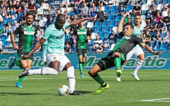 Inter's Romelu Lukaku  scores the goal ( 1-2 ) during the Italian Serie A soccer match US Sassuolo vs FC Inter at Mapei Stadium in Reggio Emilia, Italy,  20 October 2019.  ANSA / ELISABETTA BARACCHI