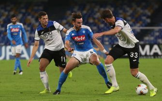 Atalanta's midfielder Remo Freuler (L), Atalanta's defender Robin Gosens (C) and  Atalanta's defender Hans Hateboer (R),  during Italian Serie A soccer match between SSc Napoli and  Atalanta BC at the San Paolo stadium in Naples, 30 October 2019. ANSA / CIRO FUSCO ANSA / CESARE ABBATE