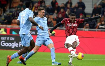 Lazios Sergej Milinkovic-Savic (C) challenges for the ball  AC Milans Rafael Leao during the Italian serie A soccer match between Ac Milan vs Ss Lazio at Giuseppe Meazza stadium in Milan, 3 November  2019.  ANSA / MATTEO BAZZI