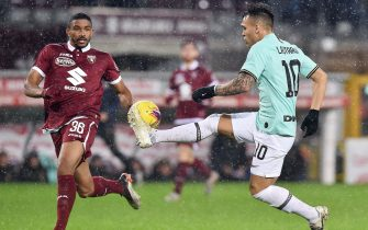 Torinos Gleison Bremer and Inters Lautaro Martinez in action during the italian Serie A soccer match Torino FC vs FC Inter at the Olimpico Grande Torino stadium in Turin, Italy, 23 November 2019  ANSA/ ALESSANDRO DI MARCO