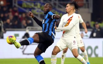 Inter's Romelu Lukaku (L) and Roma's Chris Smalling in action during the Italian Serie A soccer match Inter FC vs AS Roma at the Giuseppe Meazza stadium in Milan, Italy, 06 December 2019. ANSA/MATTEO BAZZI