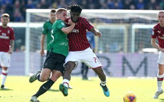 Atalanta's Mario Pasalic (r) and Milan's Franck Kessie in action during the Italian Serie A soccer match Atalanta BC vs AC Milan at the Gewiss Stadium in Bergamo, Italy, 22 December 2019. ANSA/PAOLO MAGNI
