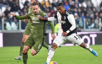 Juventus' Douglas Costa and Cagliari's Marko Rog in action during  the Italian Serie A soccer match Juventus FC vs Cagliari Calcio at the Allianz stadium in Turin, Italy, 6 January 2020 ANSA/ ALESSANDRO DI MARCO