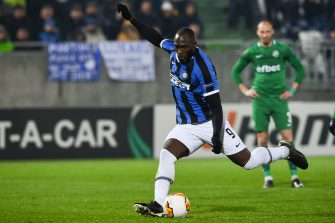 Inter Milan's Belgian forward Romelu Lukaku (C) scores from the penalty-kick during the UEFA Europa League round of 32 first leg football match between PFC Ludogorets 1945 and Inter Milan at the Ludogorets Arena in Razgrad, Bulgaria, on February 20, 2020. (Photo by NIKOLAY DOYCHINOV / AFP) (Photo by NIKOLAY DOYCHINOV/AFP via Getty Images)