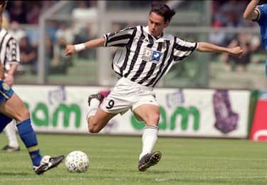 30 Apr 2000:  Filippo Inzaghi of Juventus in action against Verona during the Italian Serie A match at the Stadio Bentegodi in Verona, Italy. \ Mandatory Credit: Claudio Villa /Allsport