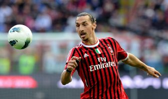 MILAN, ITALY - APRIL 07:  Zlatan Ibrahimovic of AC Milan in action during the Serie A match between AC Milan and ACF Fiorentina at Stadio Giuseppe Meazza on April 7, 2012 in Milan, Italy.  (Photo by Claudio Villa/Getty Images)