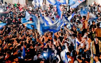 Napoli's supporters celebrate after winning the Italy Cup Final soccer match against Juventus FC, played at the Olimpico stadium of Rome, in the centre of Naples, Italy, 18 June 2020. ANSA/CIRO FUSCO