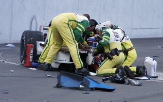 KLETTWIZ, BRANDENBURG - SEPTEMBER 15:  Members of the Simple Green Safety team assist the injured Alessandro Zanardi in the #66 Mo Nunn Racing Honda Reynard after Alexandre Tagliani driving the #33 Team Players Ford Reynard collided with Zanardi during the closing laps of the American Memorial Championship Auto Racing Teams (CART) FedEx Championship Series at the EuroSpeedway, on September 15, 2001 in Klettwitz, Germany. Originally, the event was named the German 500, but the name was changed to honor for the victims of the September 11th terrorist attack upon the United States.  (Photo by: Jonathan Ferrey/Getty Images)