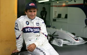 Cheste, SPAIN:  Italian F1 driver Alex Zanardi who lost his both legs in an accident 15 September 2001 during a kart championships in Germany gestures after a BMW practice session at the racetrack Ricardo Tormo in Cheste near Valencia 25 November 2006. AFP PHOTO/JOSE JORDAN  (Photo credit should read JOSE JORDAN/AFP via Getty Images)