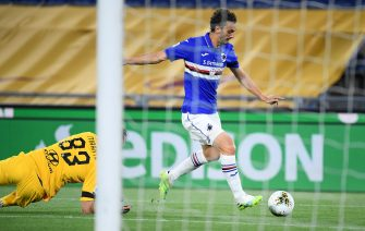 UC Sampdoria's Manolo Gabbiadini (R) scores the 0-1 goal during the Italian Serie A soccer match between AS Roma and UC Sampdoria at the Olimpico stadium in Rome, Italy, 24 June 2020.  ANSA/ETTORE FERRARI