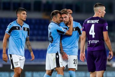 Lazio's players celebrate the victory at the end of the Italian Serie A soccer match SS Lazio vs ACF Fiorentina at Olimpico stadium in Rome, Italy, 27 June 2020. ANSA/ANGELO CARCONI