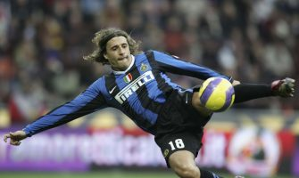 MILAN, ITALY - NOVEMBER 5: Hernan Crespo of Inter Milan in action during the Serie A match between Inter Milan and Ascoli at San Siro stadium on November 5, 2006 in Milan, Italy. (Photo by Newpress/Getty Images)