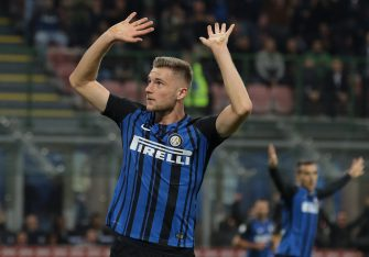 MILAN, ITALY - OCTOBER 24:  Milan Skriniar of FC Internazionale Milano celebrates after scoring the opening goal during the Serie A match between FC Internazionale and UC Sampdoria at Stadio Giuseppe Meazza on October 24, 2017 in Milan, Italy.  (Photo by Emilio Andreoli/Getty Images)