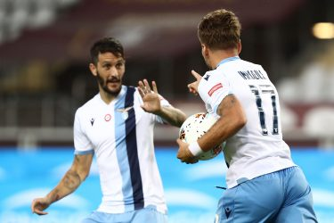 Lazio's Spanish midfielder Luis Alberto (L) congratulates Lazio's Italian forward Ciro Immobile as he grabs the ball after scoring an equalizer during the Italian Serie A football match Torino vs Lazio played on June 30, 2020 behind closed doors at the Olympic stadium in Turin, as the country eases its lockdown aimed at curbing the spread of the COVID-19 infection, caused by the novel coronavirus. (Photo by Isabella BONOTTO / AFP) (Photo by ISABELLA BONOTTO/AFP via Getty Images)