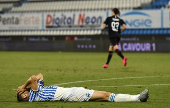 FERRARA, ITALY - JULY 01: Francesco Vicari of SPAL reacts in disappointment after scoring an own goal during the Serie A match between SPAL and AC Milan at Stadio Paolo Mazza on July 1, 2020 in Ferrara, Italy. (Photo by Chris Ricco/Getty Images)