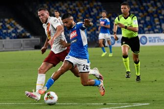 Napoli's forward Lorenzo Insigne (R) and Jordan Veretout (L) in action     during the Italian Serie A soccer match SSC Napoli vs AS Roma at the San Paolo stadium in Naples, Italy, 05 july 2020.  ANSA / CIRO FUSCO