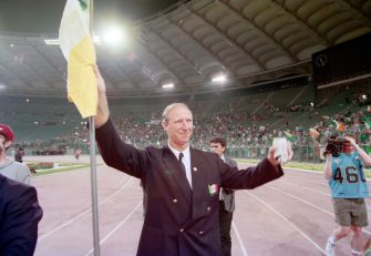 ROME, ITALY - JUNE 30: Republic of Ireland manager Jack Charlton waves a flag to supporters after the 1990 FIFA World Cup quarter Final defeat against Italy at the Olympic Stadium on June 30, 1990 in Rome, Italy.  (Photo by David Cannon/Allsport/Getty Images)