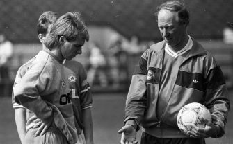 Striker David Kelly gets some advice from Manager Jack Charlton during the Session at Lansdowne Road, circa April 1990 (Part of the Independent Newspapers Ireland/NLI Collection). (Photo by Independent News and Media/Getty Images)