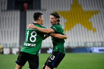 TURIN, ITALY - JULY 11: Ruslan Malinovskiy of Atalanta BC celebrates with teammate Hans Hateboer after scoring the second goal of their team during the Serie A match between Juventus and  Atalanta BC at Allianz Stadium on July 11, 2020 in Turin, Italy. (Photo by Stefano Guidi/Getty Images)