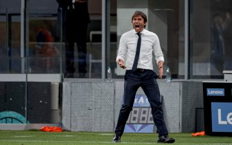 MILAN, ITALY - JULY 13: coach Antonio Conte of Internazionale  during the Italian Serie A   match between Internazionale v Torino at the San Siro on July 13, 2020 in Milan Italy (Photo by Mattia Ozbot/Soccrates/Getty Images)