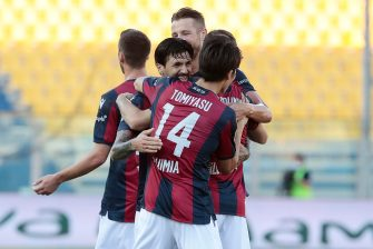 Bologna's Roberto Soriano  jubilates with his teammates after scoring the goal during the Italian Serie A soccer match Parma Calcio vs Bologna FC at Ennio Tardini stadium in Parma, Italy, 12 July 2020. ANSA / ELISABETTA BARACCHI