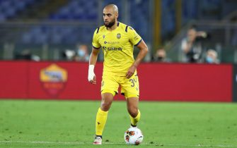 ROME, ITALY - JULY 15: (BILD ZEITUNG OUT) Sofyan Amrabat of Hellas Verona controls the ball during the Serie A match between AS Roma and Hellas Verona at Stadio Olimpico on July 15, 2020 in Rome, Italy. (Photo by Matteo Ciambelli/DeFodi Images via Getty Images)
