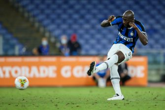 ROME, ITALY - JULY 19: Romelu Lukaku of FC Internazionale scores a goal from the penalty spot during the Serie A match between AS Roma and  FC Internazionale at Stadio Olimpico on July 19, 2020 in Rome, Italy. (Photo by Giampiero Sposito/Getty Images)