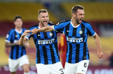 ROME, ITALY - JULY 19: (BILD ZEITUNG OUT) Stefan de Vrij of FC Internazionale and Milan Skriniar of FC Internazionale celebrates after scoring his team's first goal during the Serie A match between AS Roma and FC Internazionale at Stadio Olimpico on July 19, 2020 in Rome, Italy. (Photo by Matteo Ciambelli/DeFodi Images via Getty Images)