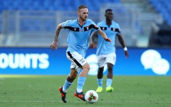 ROME, ITALY - JULY 11: (BILD ZEITUNG OUT) Manuel Lazzari of SS Lazio controls the ball during the Serie A match between SS Lazio and US Sassuolo at Stadio Olimpico on July 11, 2020 in Rome, Italy. (Photo by Matteo Ciambelli/DeFodi Images via Getty Images)