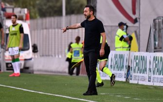 CAGLIARI, ITALY - JULY 18: Roberto de Zerbi coach of Sassuolo reacts during the Serie A match between Cagliari Calcio and  US Sassuolo at Sardegna Arena on July 18, 2020 in Cagliari, Italy.  (Photo by Enrico Locci/Getty Images)