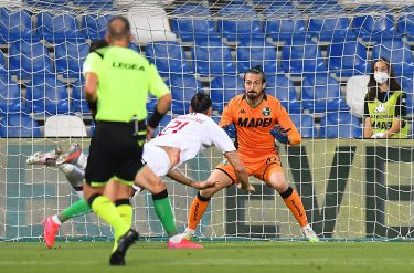REGGIO NELL'EMILIA, ITALY - JULY 21: Zlatan Ibrahimovic of AC Milan scores the opening goal during the Serie A match between US Sassuolo and AC Milan at Mapei Stadium - Città del Tricolore on July 21, 2020 in Reggio nell'Emilia, Italy. (Photo by Alessandro Sabattini/Getty Images)