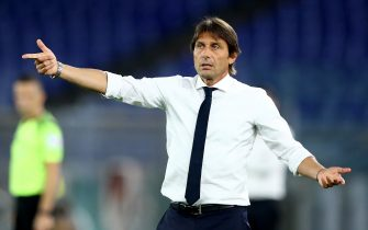 ROME, ITALY - JULY 19: (BILD ZEITUNG OUT) head coach Antonio Conte of FC Internazionale gestures during the Serie A match between AS Roma and FC Internazionale at Stadio Olimpico on July 19, 2020 in Rome, Italy. (Photo by Matteo Ciambelli/DeFodi Images via Getty Images)