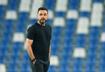 REGGIO NELL'EMILIA, ITALY - JULY 21: Roberto De Zerbi head coach of US Sassuolo looks on during the Serie A match between US Sassuolo and AC Milan at Mapei Stadium - Città del Tricolore on July 21, 2020 in Reggio nell'Emilia, Italy. (Photo by Alessandro Sabattini/Getty Images)